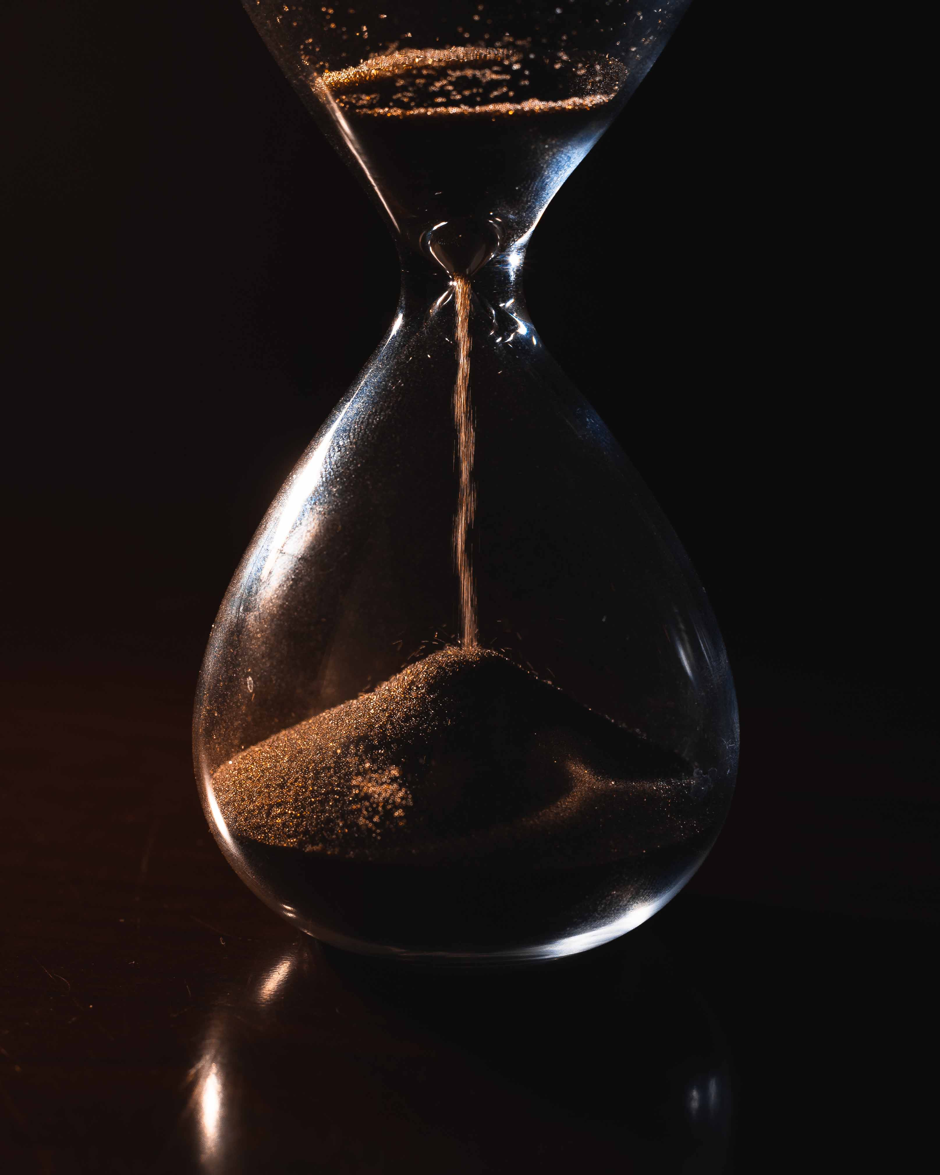 Hourglass in motion